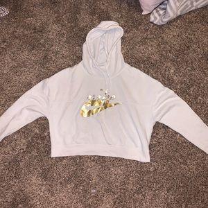 White nike cropped hoodie